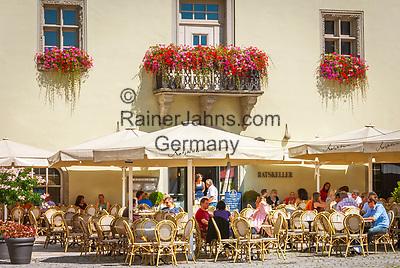 Deutschland, Niederbayern, Deggendorf auch Tor zum Bayerischen Wald genannt: Ratskeller, Cafe und Restaurant im Alten Rathaus am Luitpoldplatz | Germany, Lower Bavaria, Deggendorf: Town Hall Cellar, cafe and restaurant at Luitpold Square