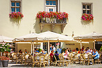 Deutschland, Niederbayern, Deggendorf auch Tor zum Bayerischen Wald genannt: Ratskeller, Cafe und Restaurant im Alten Rathaus am Luitpoldplatz | Germany, Lower Bavaria, Deggendorf: Town Hall Cellar, cafe and restaurant at Luitpold Square