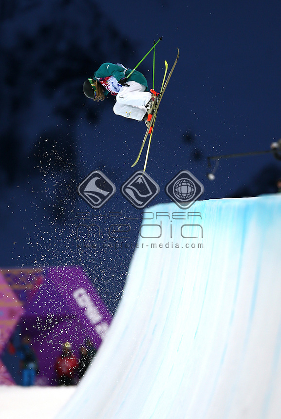 GEPA-20021482100 - KRASNAJA POLJANA,RUSSLAND,20.FEB.14 - SPORT DIVERS, OLYMPIA, FREE SKI, FREESTYLE SKIING - Olympische Winterspiele Sotschi 2014, X-treme Park, Rosa Khutor, Halfpipe, Damen. Bild zeigt Amy Sheehan (AUS). Foto: GEPA pictures/ Daniel GoetzhaberAmy Sheehan (AUS)<br /> Freestyle Skiing - Halfpipe finals<br /> Rosa Khutor  X-treme Park, Rosa Khutor<br /> 2014 Sochi Winter Olympics - Russia<br /> 20.02.2014 Sochi, Krasnodar Krai, Russia. <br /> © Sport the library / GEPA pictures/ Daniel Goetzhaber
