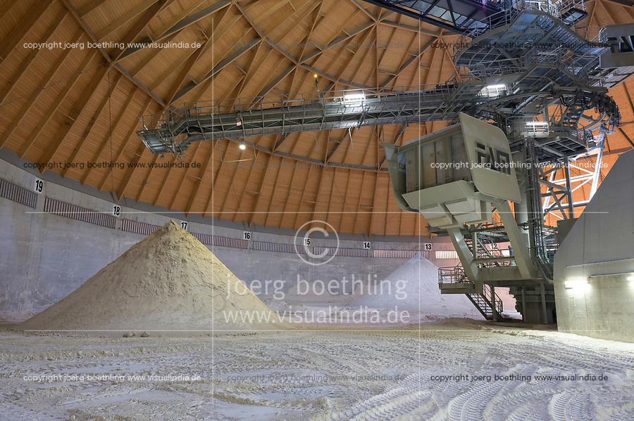 Germany, Hamburg, Vattenfall coal power station Moorburg, switched off in july 2021 as part of german coal exit / DEUTSCHLAND, Hamburg, Vattenfall Kohlekraftwerk Moorburg, in Betriebnahme 2015, letzter Betrieb vor endgültiger Abschaltung im Juli 2021, bei der Rauchgasreinigung fällt Gips an, Gips Lager