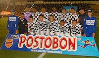 TUNJA - COLOMBIA -07 -03-2014: Los jugadores de Boyaca Chico FC, posan para una foto durante partido aplazado de la octava fecha  de la Liga Postobon I-2014, jugado en el estadio La Independencia de la ciudad de Tunja. / The players of Boyaca Chico FC pose for a photo during postponed match for the eighth date of the Liga Postobon I-2014 at the La Independencia  stadium in Tunja city, Photo: VizzorImage  / Jose M. Palencia / Str. (Best quality available)