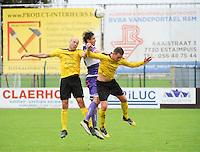 Sporting West Harelbeke - SCT Menen :<br /> Dylan Descheemaecker (M) klimt hoger dan Niels Peers (R) en Rob Claeys (L)<br /> <br /> Foto VDB / Bart Vandenbroucke