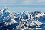 Italy, Veneto, Province Belluno, Dolomites: view from Little Lagazuoi towards Antelao and Cinque Torri mountains | Italien, Venetien, Provinz Belluno, Dolomiten: Ausblick vom Kleinen Lagazuoi auf Antelao und Cinque Torri