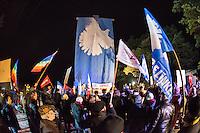 Protest in Brandenburg gegen US-Truppenverlegung nach Osteuropa.<br /> Am Montag den 9. Januar 2017 protestierten 150 bis 200 Menschen vor dem brandenburgischen Truppenuebungsplatz Lehnin gegen eine die Verlegung von US-Truppen nach Polen und Litauen.<br /> Auf dem Truppenuebungsplatz sollen Teile der US-Truppen auf dem Weg nach Polen untergebracht und von der Bundeswehr versorgt werden.<br /> Organisiert wurde die Kundgebung vor dem Truppenuebungsplatz von der Linkspartei, die in Brandenburg an der Landesregierung beteiligt ist. <br /> 9.1.2017, Lehnin/Brandenburg<br /> Copyright: Christian-Ditsch.de<br /> [Inhaltsveraendernde Manipulation des Fotos nur nach ausdruecklicher Genehmigung des Fotografen. Vereinbarungen ueber Abtretung von Persoenlichkeitsrechten/Model Release der abgebildeten Person/Personen liegen nicht vor. NO MODEL RELEASE! Nur fuer Redaktionelle Zwecke. Don't publish without copyright Christian-Ditsch.de, Veroeffentlichung nur mit Fotografennennung, sowie gegen Honorar, MwSt. und Beleg. Konto: I N G - D i B a, IBAN DE58500105175400192269, BIC INGDDEFFXXX, Kontakt: post@christian-ditsch.de<br /> Bei der Bearbeitung der Dateiinformationen darf die Urheberkennzeichnung in den EXIF- und  IPTC-Daten nicht entfernt werden, diese sind in digitalen Medien nach §95c UrhG rechtlich geschuetzt. Der Urhebervermerk wird gemaess §13 UrhG verlangt.]