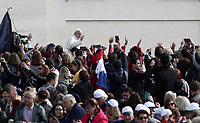 Papa Francesco saluta i fedeli al suo arrivo all'udienza generale del mercoledi' in Piazza San Pietro, Citta' del Vaticano, 1 maggio 2019.<br /> Pope Francis waves to faithful as he arrives to lead his weekly general audience in St. Peter's Square at the Vatican, on May 1, 2019.<br /> UPDATE IMAGES PRESS/Isabella Bonotto<br /> <br /> STRICTLY ONLY FOR EDITORIAL USE
