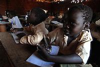 ZENGO / ITURI / CONGO.BAMBINI DI UNA SCUOLA ELEMENTARE..FOTO LIVIO SENIGALLIESI..ZENGO / ITURI / RDC.PUPILS OF THE ELEMENTARY SCHOOL..PHOTO LIVIO SENIGALLIESI