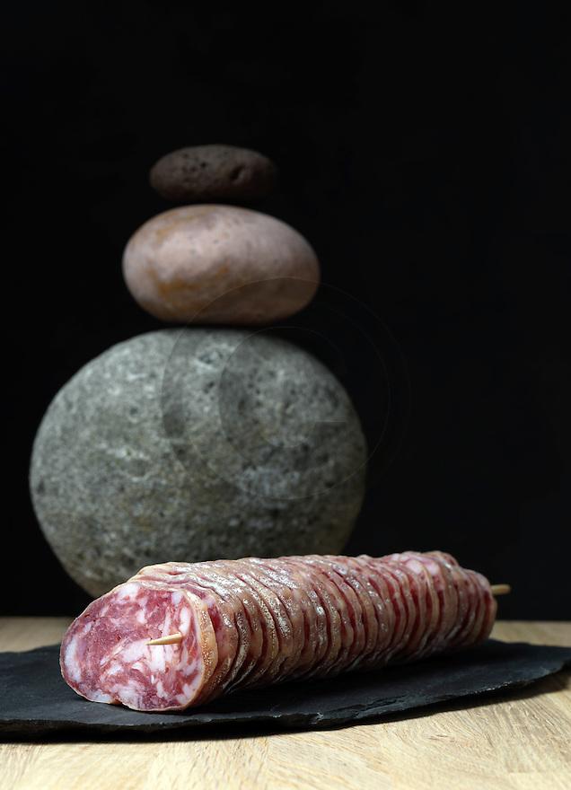 31/12/14 - ORLEAT - PUY DE DOME - FRANCE - Mise en scene studio de saucisson d Auvergne - Photo Jerome CHABANNE