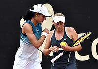 BOGOTÁ-COLOMBIA, 13-04-2019: Astra Sharma (AUS) y Zoe Hives (AUS), conversan durante su partido contra Hayly Carter (USA) y Ena Shibahara (USA), durante partido por la final de dobles del Claro Colsanitas WTA, que se realiza en el Carmel Club en la ciudad de Bogotá. / Astra Sharma (AUS)  and Zoe Hives (AUS), converse during their match against Hayly Carter (USA) and Ena Shibahara (USA), during the match for the doubles final of Claro Colsanitas WTA, which takes place at Carmel Club in Bogota city. / Photo: VizzorImage / Luis Ramírez / Staff.