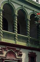 Amérique/Amérique du Sud/Pérou/Lima/Quartier de Barranco : Détail des balcons peints dans les rues