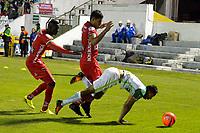 TUNJA -COLOMBIA, 13-05-2017: Jesus David Murillo (Izq) y Larry Vasquez (C) jugadores de Patriotas FC disputan el balón con Jhon Edison Mosquera (Der) jugador de Atletico Nacional durante partido por la fecha 18 de la Liga Águila I 2017 realizado en el estadio La Independencia en Tunja. / Jesus David Murillo (L) and Larry Vasquez (C) players of Patriotas FC fight for the ball with Jhon Edison Mosquera (R) player of Atletico Nacional during match for the date 18 of Aguila League I 2017 at La Independencia stadium in Tunja. Photo: VizzorImage / Javier Morales  / Cont