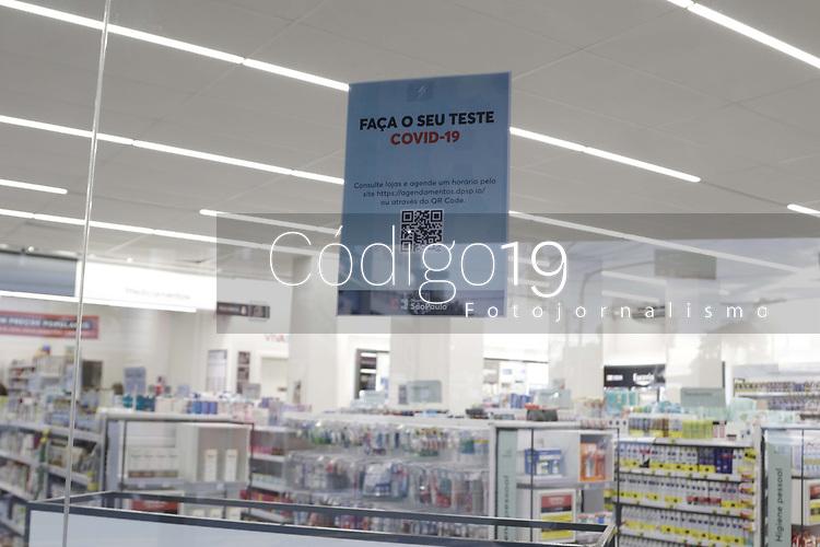 Campinas (SP), 05/06/2020 - Testes Covid-19 - Aumento na procura por testes de Covid-19 em farmacia, na cidade de Campinas, interior de Sao Paulo. O teste rapido utiliza uma amostra de sangue atraves de um pequeno furo no dedo, para detectar a presenca de dois tipos de anticorpos: IgG e IgM.<br />A Prefeitura de Campinas atualizou os numeros da Covid-19 da cidade nesta sexta-feira (5). O municipio se aproxima de 100 mortos ao registrar mais cinco mortes em razao da doenca, totalizando 97 obitos.  A cidade ja contabiliza 2.465 casos confirmados de Covid-19 (167 a mais nas ultimas 24 horas). (Foto: Denny Cesare/Codigo 19/Codigo 19)