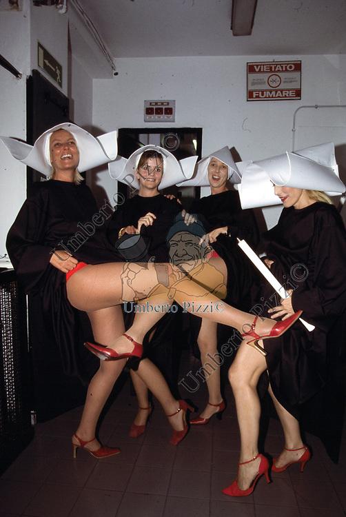 GINEVRA CAVALLETTI, SONIA TORLONIA, SOFIA PATRIZI E ANNA TRIMARCO<br /> CHARITY SHOW - TEATRO OLIMPICO 2002