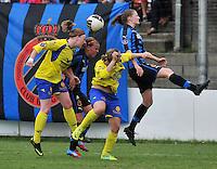 Club Brugge Dames - STVV Sint Truidense VV : Bieke Vandenbussche (r) in een kopduel met Silke Leynen (links) , Nina Vindevoghel en Dorien Guilliams .foto DAVID CATRY / Nikonpro.be