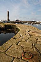 Europe/France/Bretagne/29/Finistère/ Penmarc'h:  Jetée  et Phare d'Eckmuhl à la Pointe de Penmarc'h: