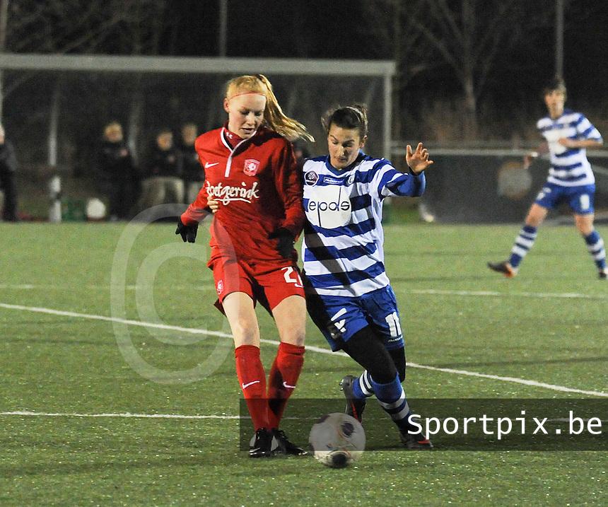 AA GENT LADIES - FC TWENTE :<br /> Duel tussen Evy De Smedt (R) en Danique Kerkdijk (L)<br /> foto Dirk Vuylsteke / Nikonpro.be