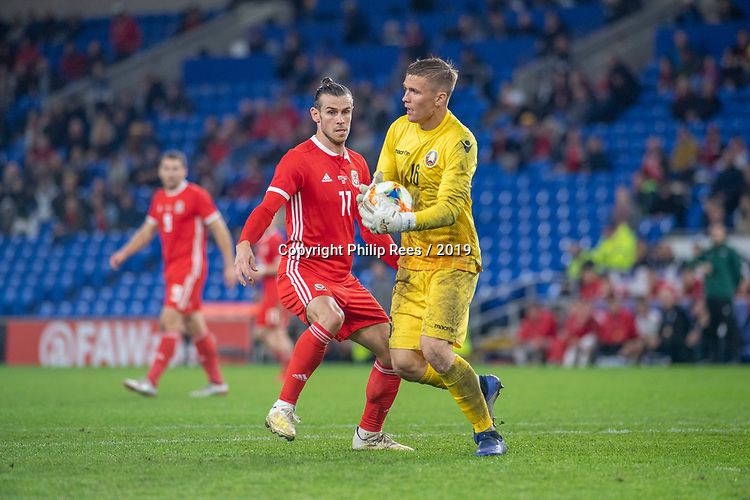 Cardiff - UK - 6th September :<br />Wales v Belarus Friendly match at Cardiff City Stadium.<br />Gareth Bale of Wales challenges Belarus goalkeeper Maksim Plotnikov to the ball in the second half.<br />Editorial use only