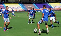 BARRANQUILLA - COLOMBIA, 10-06-2021: Jugadores de Millonarios F. C. calientan previo al partido entre Atletico Junior y Millonarios F. C. de ida de las semifinales por la Liga BetPlay DIMAYOR I 2021 jugado en el estadio Metropolitano Roberto Melendez de la ciudad de Barranquilla. / Players of Millonarios F. C. warm up prior a match between Atletico Junior and Millonarios F. C. of the first leg for the BetPlay DIMAYOR I 2021 League played at the Metropolitano Roberto Melendez Stadium in Barranquilla city. Photo: VizzorImage / Jesus Rico / Cont.