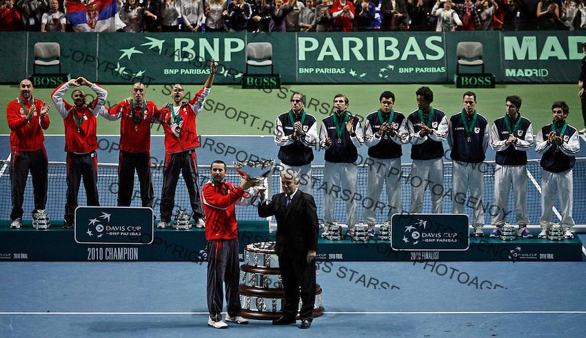 French and Serbian Davis Cup teams during closing ceremony of Davis Cup finals, Serbia vs France in Belgrade Arena in Belgrade, Serbia, Sunday, 5. December 2010. (credit & photo: Pedja Milosavljevic/SIPA PRESS)