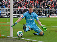 10.03.2018,  Football 1.Liga 2017/2018, 26. match day,  FC Bayern Muenchen - Hamburger SV, in Allianz Arena Muenchen. goalkeeper Christian Mathenia (Hamburger SV) wehrt den Ball ab. *** Local Caption *** © pixathlon<br /> <br /> Contact: +49-40-22 63 02 60 , info@pixathlon.de