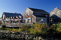 outdoor café, Wickford, Rhode Island, RI, Outdoor restaurant in Wickford in the fall.