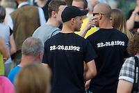 """Auf einer Buergerversammlung mit ca. 500 Teilnehmern im Berliner Plattenbaubezirk Hellersdorf entlud sich am Dienstag den 9. Juli 2013 der blanker Rassismus gegen eine geplante Unterkunft fuer syrische Buergerkriegsfluechlinge. Etwa 2/3 Anwesende aeusserten, es solle """"zuerst was fuer Deutsche getan werden"""", """"das Heim anzuenden"""", """"Wer sein Heimatland verlaesst ist ein Verraeter"""", """"Wer denkt an unsere Kinder"""" und aehnliche Parolen gegen das Fluechtlingsheim. Veranstaltungsteilnehmer, die Verstaendnis fuer die Buergerkriegsfluechtlinge aeusserten, wurden niedergebruellt.<br />Im Bild: Neonazis mit T-Shirts, auf dem das Datum der rassistischen Ausschreitungen in Rostock-Lichtenhagen im Jahr 1992 gedruckt ist.<br />9.7.2013, Berlin<br />Copyright: Christian-Ditsch.de<br />[Inhaltsveraendernde Manipulation des Fotos nur nach ausdruecklicher Genehmigung des Fotografen. Vereinbarungen ueber Abtretung von Persoenlichkeitsrechten/Model Release der abgebildeten Person/Personen liegen nicht vor. NO MODEL RELEASE! Don't publish without copyright Christian-Ditsch.de, Veroeffentlichung nur mit Fotografennennung, sowie gegen Honorar, MwSt. und Beleg. Konto:, I N G - D i B a, IBAN DE58500105175400192269, BIC INGDDEFFXXX, Kontakt: post@christian-ditsch.de<br />Urhebervermerk wird gemaess Paragraph 13 UHG verlangt.]"""
