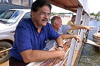 O secretário nacional de direitos humanos Nilmário Miranda conversa com o ex soldadoJosean José Soares, um dos militares que fizeram a denúncia sobre a morte de gerrilheiro no Araguaia, durante a chegada em Xambioá. Entre os guerrilheiros mortos estariam Walquíria, Oswaldão, Pedro  Alexandrino e Baptista.<br />Xambioá, Tocantins Brasil<br />Foto Paulo santos/Interfoto<br />05/03/2004