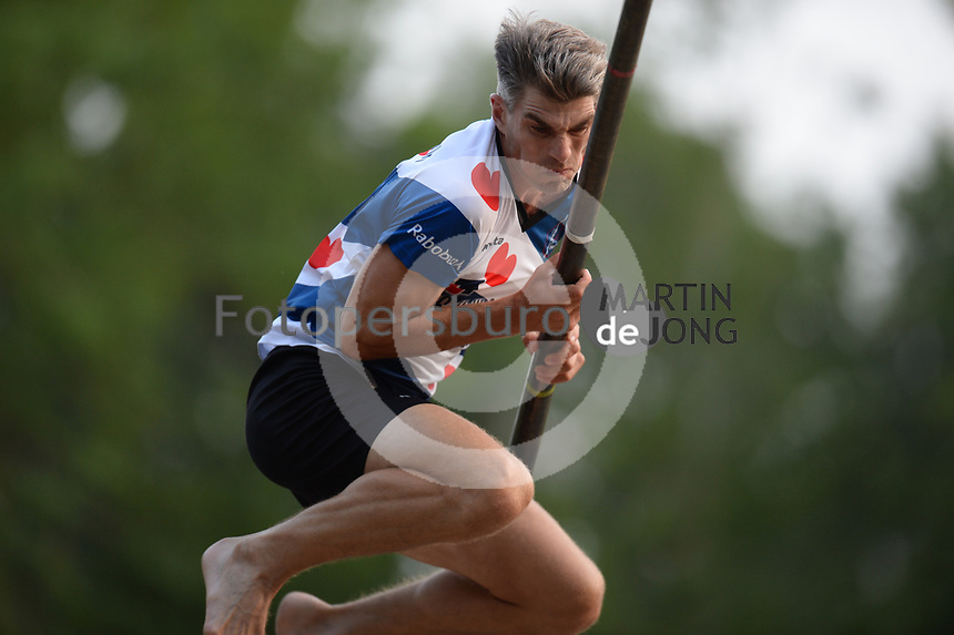 FIERLJEPPEN: GRIJPSKERK: 15-08-2020, 1e klasse Fierljeppen, ©foto Martin de Jong
