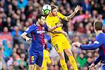 FC Barcelona's Sergio Busquets (l) and Atletico de Madrid's Saul Niguez during La Liga match. March 4,2018. (ALTERPHOTOS/Acero)