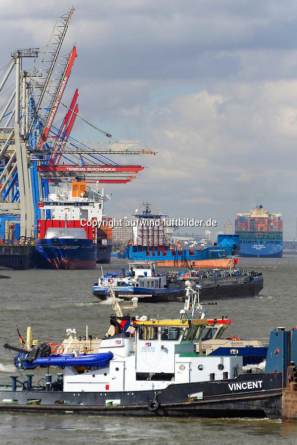 Hamburger Hafen mit viel Betrieb: EUROPA, DEUTSCHLAND, HAMBURG, (EUROPE, GERMANY), 26.03.2013 Hamburger Hafen mit viel Betrieb. Blick auf die Elbe und den Burchardkai.  Der HHLA Container Terminal Burchardkai ist die groesste und aelteste Anlage für den Containerumschlag im Hamburger Hafen. Hier, wo 1968 die ersten Stahlboxen abgefertigt wurden, wird heute etwa jeder dritte Container des Hamburger Hafens umgeschlagen. 25 Containerbruecken arbeiten an den Tausenden Schiffen, die hier jaehrlich festmachen, und taeglich werden mehrere Hundert Eisenbahnwaggons be- und entladen. Mit dem laufenden Aus- und Modernisierungsprogramm wird die Kapazität des Terminals in den kommenden Jahren schrittweise ausgebaut.