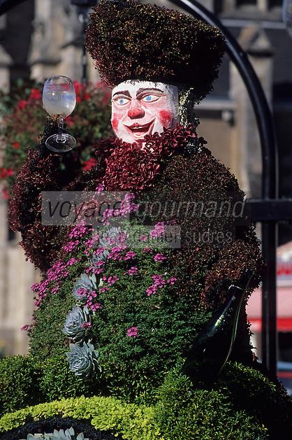 """Europe/France/Pays de la Loire/44/Loire-Atlantique/La Chapelle-Basse-Mer: Jardin public - Détail """"le Muscadet"""" - Décoration florale sur le thème de la viticulture"""
