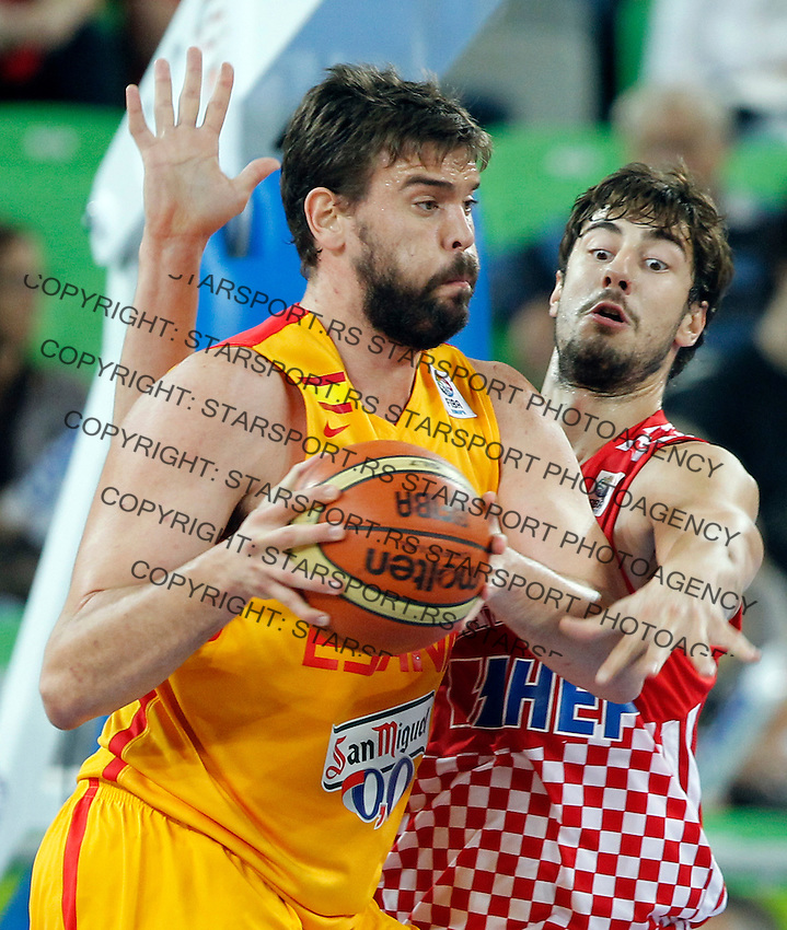 "Spain`s Marc Gasol (L) and Ante Tomic of Croatia (R) in action during European basketball championship ""Eurobasket 2013""  basketball game for 3rd place between Spain and Croatia in Stozice Arena in Ljubljana, Slovenia, on September 22. 2013. (credit: Pedja Milosavljevic  / thepedja@gmail.com / +381641260959)"