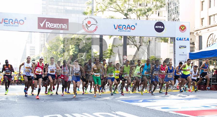 SAO PAULO, SP - 29.12.2016 - 92ª SÃO SILVESTRE - <br /> Largada da categoria masculina na 92ª da São Silvestre <br /> na manhã deste sábado (31) na Av. Paulista <br /> <br /> (Foto: Fabricio Bomjardim / Brazil Photo Press)