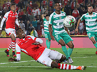 BOGOTÁ- COLOMBIA, 13-04-2019:Amaury Torralvo   (Der.) de La Equidad  disputa el balón con Johan Arango  (Izq.) Jugador del Independiente Santa Fe durante  partido por la fecha 15 de La Liga Aguila I 2019 ,jugado en el estadio Nemesio Camacho El Campin de la ciudad de Bogotá. /Amaury Torralvo (R) player  of La Equidad fights the ball agaisnt of Johan Arango (L) player Independiente Santa Fe during match for the date 15 as part Aguila League I 2019 between Independiente Santa Fe  and La Equidad   played at Nemesio Camacho el Campin  stadium in Bogota city.  Photo: VizzorImage / Felipe Caicedo / Staff