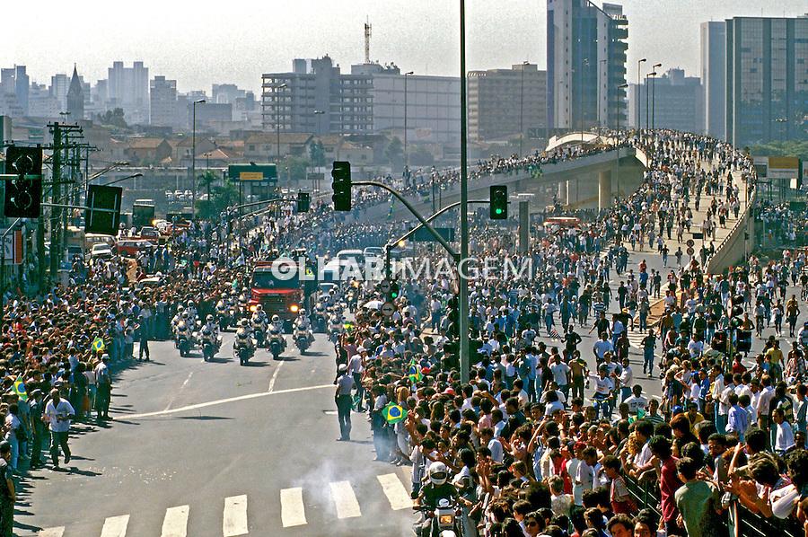 Funeral do piloto Ayrton Senna em São Paulo. 1994. Foto de Juca Martins.