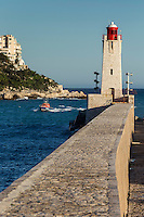 Europe/France/Provence-Alpes-Côte d'Azur/Alpes-Maritimes/Nice/ Phare à l'entrée du Port et Villas sur la Corniche // Europe, France, Provence-Alpes-Côte d'Azur, Alpes-Maritimes, Nice:  Lighthouse at the entrance of the Port and Villas on the Corniche