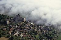 Europe/France/Aquitaine/24/Dordogne/Vallée de la Dordogne/Périgord/Périgord Noir/Castelnaud-La-Chapelle: Le village et le Château Vue aérienne