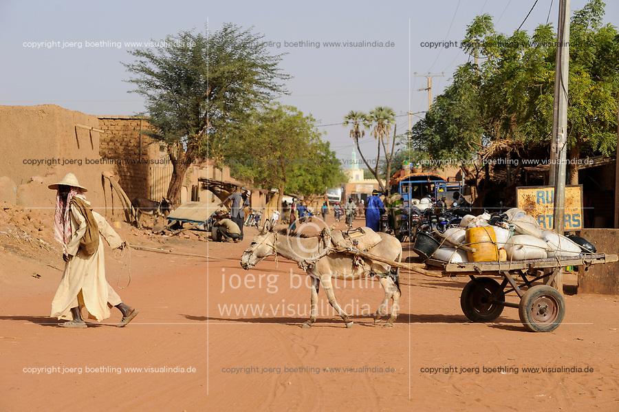 MALI, Dogonland Bandiagara , clay man with donkey cart