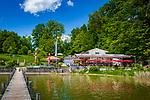 Deutschland, Bayern, Oberbayern, Chiemgau, Krottenmuehl bei Rosenheim: Restaurant Simssee-Stuben mit Blick ueber den Simssee | Germany, Upper Bavaria, Krottenmuehl near Rosenheim: lakeside restaurrant Simssee-Stuben