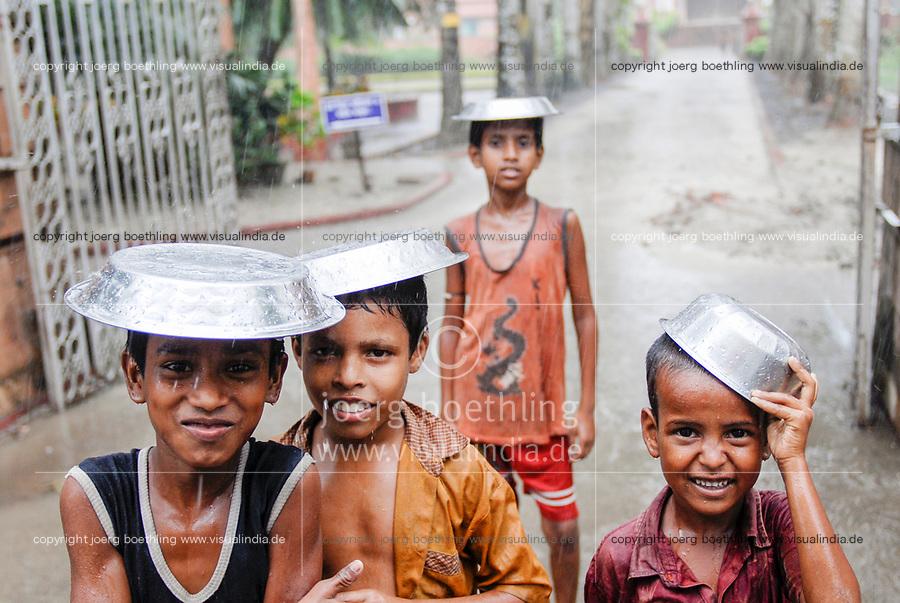 "Asien Suedasien Indien Westbengalen , Kinder im Monsun - Klima Wetter xagndaz | .South asia India Nimpith - children in monsoon rain - weather climate .| [ copyright (c) Joerg Boethling / agenda , Veroeffentlichung nur gegen Honorar und Belegexemplar an / publication only with royalties and copy to:  agenda PG   Rothestr. 66   Germany D-22765 Hamburg   ph. ++49 40 391 907 14   e-mail: boethling@agenda-fototext.de   www.agenda-fototext.de   Bank: Hamburger Sparkasse  BLZ 200 505 50  Kto. 1281 120 178   IBAN: DE96 2005 0550 1281 1201 78   BIC: ""HASPDEHH"" ,  WEITERE MOTIVE ZU DIESEM THEMA SIND VORHANDEN!! MORE PICTURES ON THIS SUBJECT AVAILABLE!!  ] [#0,26,121#]"
