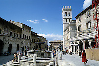 Assisi: Piazza Del Commune. Photo '85.