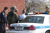 Photo d'archive de la police <br /> de Montreal, procedant a une arrestation<br /> <br /> PHOTO :  AGENCE QUEBEC PRESSE