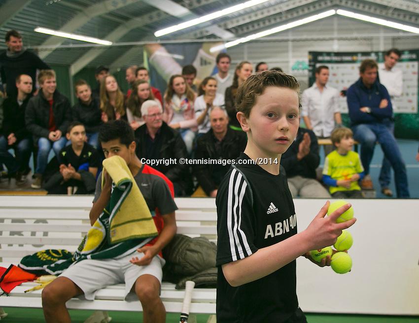 19-01-14,Netherlands, Rotterdam,  TC Victoria, Wildcard Tournament, ,   Final, Ballboy in the background Fabian van der Lans<br /> Photo: Henk Koster
