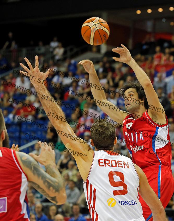 Serbia's Milos Teodosic passes the ball during European championship group B basketball match between Turkey and Serbia on 09. September 2015 in Berlin, Germany  (credit image & photo: Pedja Milosavljevic / STARSPORT)