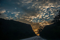 Carretera Cali - Viges, Valle del Cauca, Colombia. / Highway Cali - Viges, Valle del Cauca, Colombia. Photo: VizzorImage / Gabriel Aponte / Staff