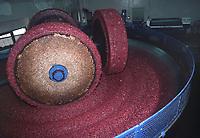 - frantoio tradizionale per la spremitura delle olive e la produzione dell'olio<br /> <br /> - traditional crusher for the squeeze of the olives and the production of the oil
