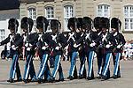 Denmark, Zealand, Copenhagen: Amalienborg Palace. Changing of the Danish Royal Life Guards | Daenemark, Insel Seeland, Kopenhagen: Wachwechsel der Koeniglich Daenischen Leibgarde vor dem Schloss Amalienborg