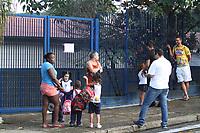 CAMPINAS, SP, 15.03.2018: EDUCAÇÃO-SP - Pais reclamam do EMEI Benjamin Constant no Jardim do Vovô em Campinas na manhã desta quinta-feira (15). Segundo eles uma reforma inacabada na cozinha da unidade faz com que as crianças que estudam em tempo integral permaneçam somente três horas na unidade. (Foto: Luciano Claudino/Codigo19)