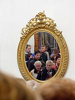 Besucher, Schloss Weinitz- Bojnicky zamok in Bojnice, Trenciansky kraj, Slowakei, Europa<br /> Visitors in castle Bojnicky zamok in Bojnice, Trenciansky kraj, Slovakiai, Europe