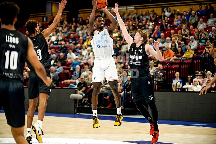 GRONINGEN - Basketbal, Donar - Apollo Amsterdam , Dutch Basketbal League, seizoen 2021-2022, 26-09-2021, Donar speler Donte Ingram in duel met Apollo speler Lucas Faijdherbe