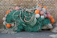 Reti da pesca sulla banchina. Fishing nets on the quay......